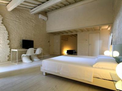Splendida camera da letto presso l'hotel Ca' Erbe di Mantova