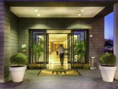 Ingresso hotel di lusso Mantova La Favorita