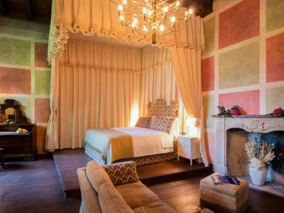 Dormi in una camera di Palazzo Castiglioni a Mantova